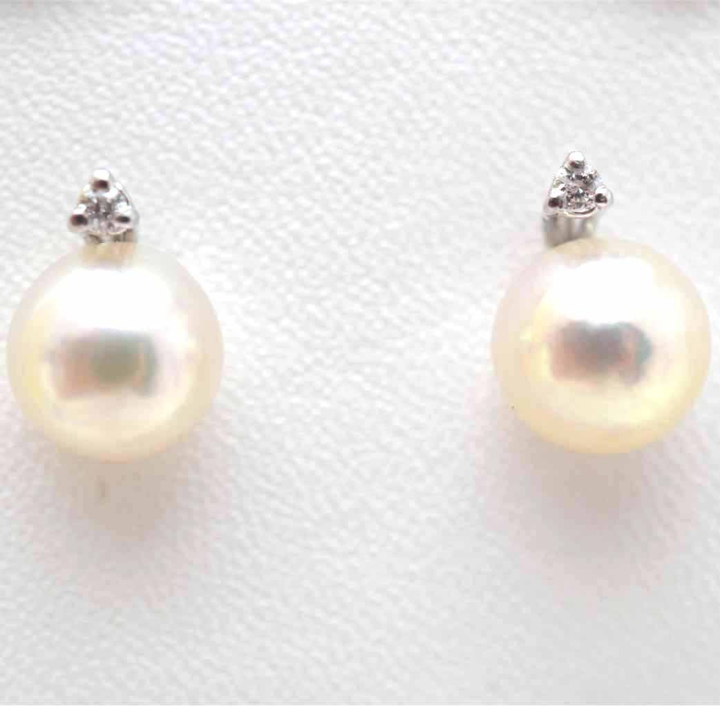 Earrings with pearls and diamond