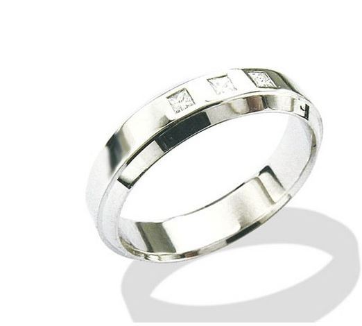 Mens ring with three diamonds