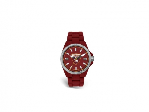 Women watch Toro Reef TR416XR2