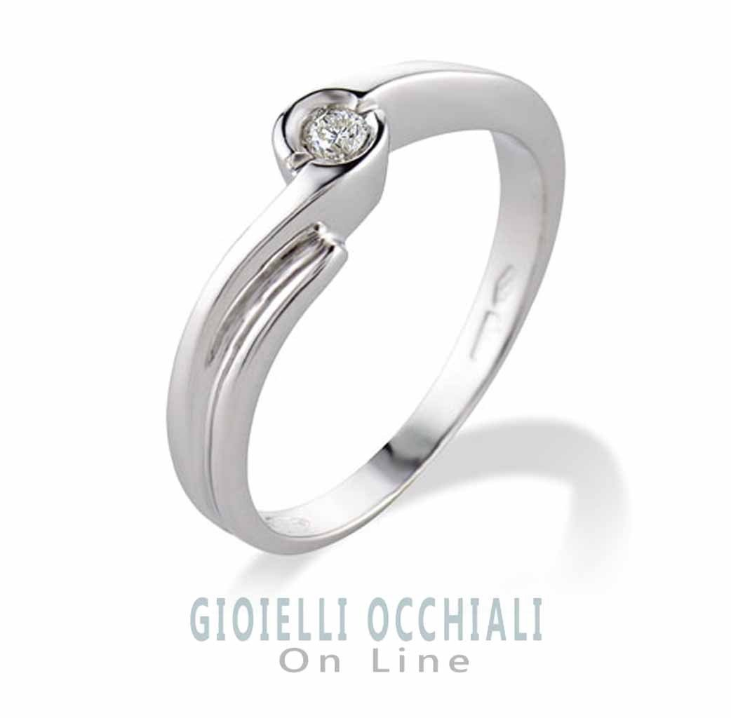 Solitaire Ring in White Gold